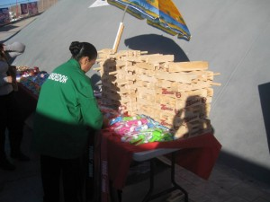 A vendor selling matracas